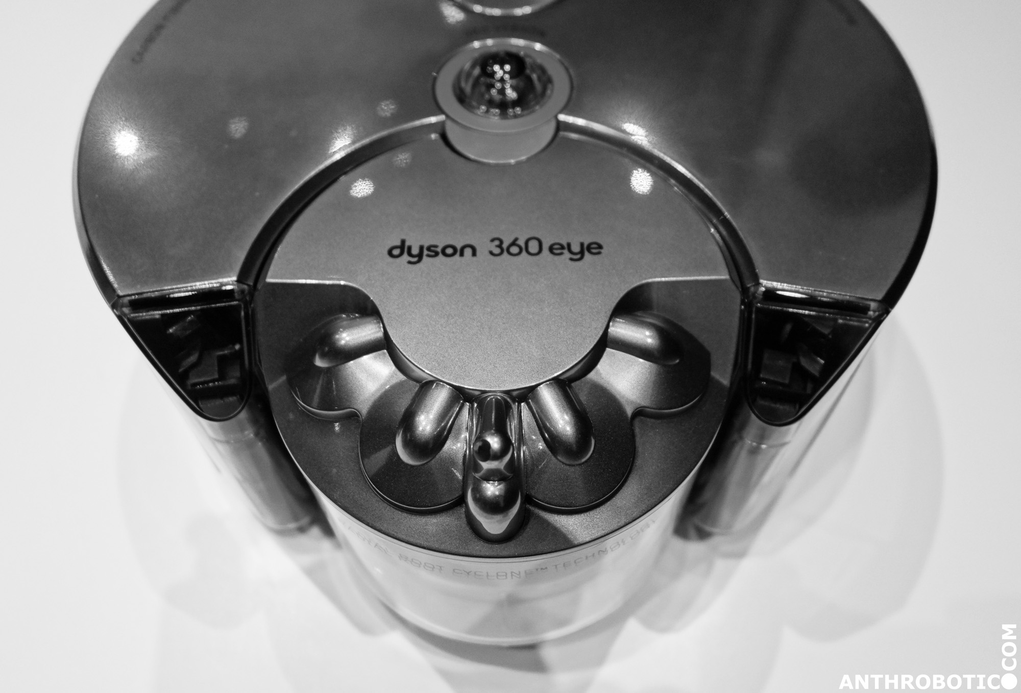 DYSON 360 EYE OMOTESANDO.6